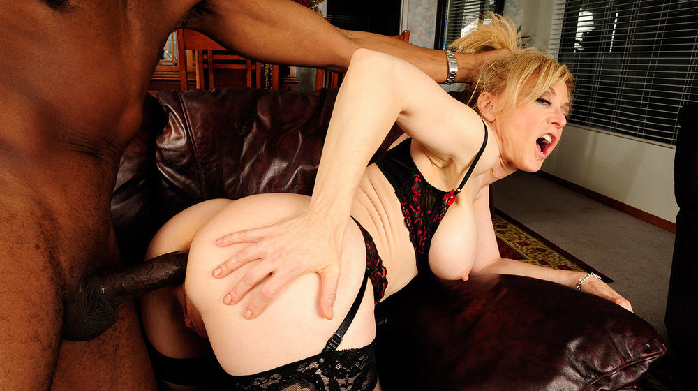 Milf gets huge black facial
