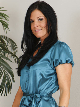 Hdvpass milf india summer throats and rides cock on couch 4